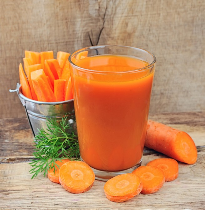 carrot juice and carrots segments