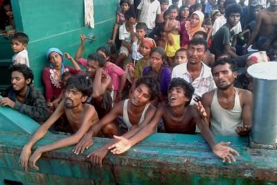 Burma Muslim In Boat
