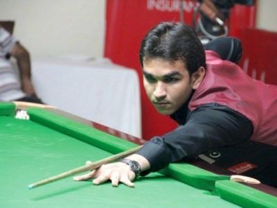 Hamza Akbar Playing Snooker