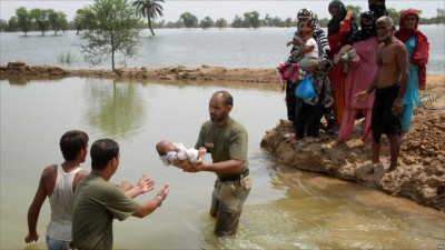 Pakistan Flood Army Helping