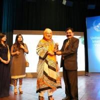 Rehmat Aziz receiving Award