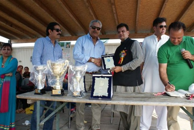 Zaheer Abbas presented Shield to Akram Bajwa