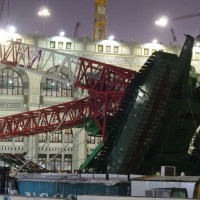Mecca Crane Collaps