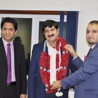 Chaudhry Fakhar ul Zaman Birmingham Airport Welcoming (15)