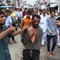 Hindu Extremists Beat Up Muslim