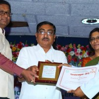 Aslam Farooqi Receive Award
