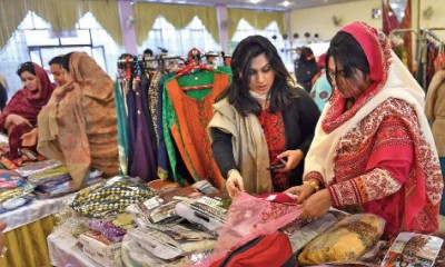 Pakistani Women Shopping