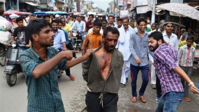 Hindu extremists beat up Muslim