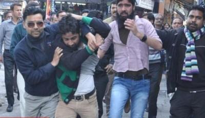 Hindu Extremists in Kashmiri students