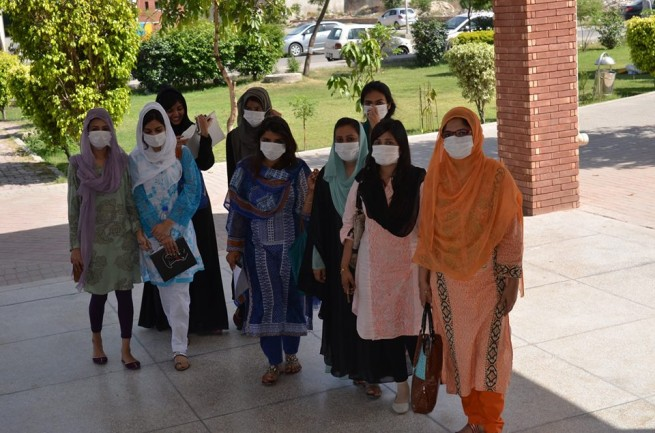 Students PU Virus Against Protest