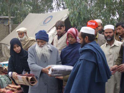 Abdul Sattar Edhi Helping