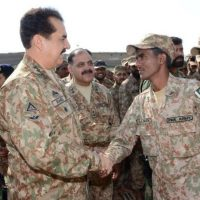 Raheel Sharif Hand Shaking