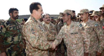 Raheel Sharif Hand Shaking