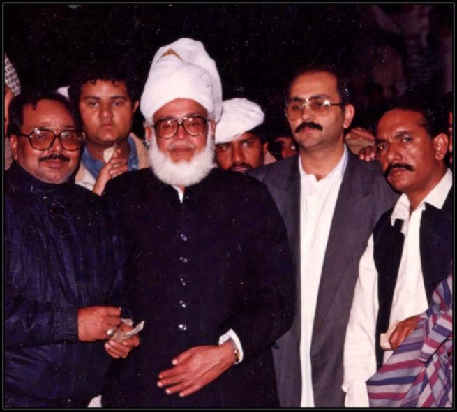 Pir Hadi Shah Sahib with Sahibzada Ijaz Bukhari, Sahibzada Naeem ul Hasan, Sahibzada Shuj'a Bukhari and Khalifa Muhammad Saleem