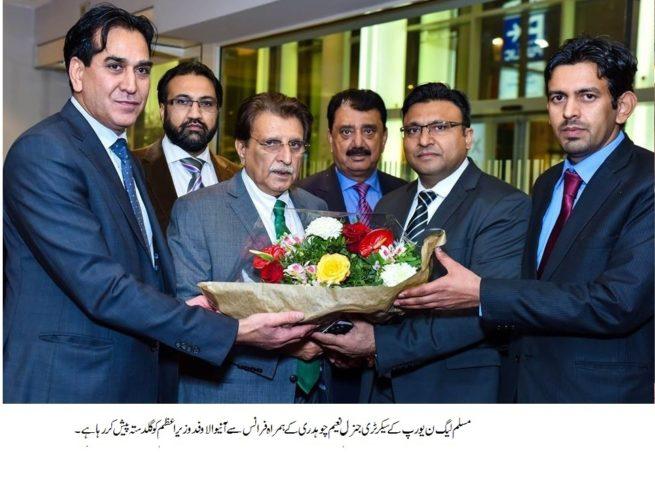 Raja Farooq Haider Receive Flowers