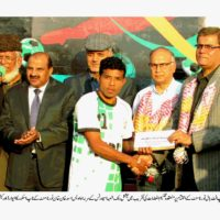 Awais Asad Khan Give Prize to Player
