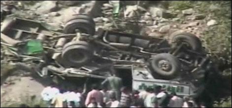 مقبوضہ کشمیر: بس کھائی میں جا گری ، 21 افراد ہلاک