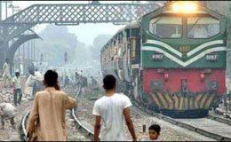 لاہور: کراچی ایکسپریس کو انجن نہ ملا، دس گھنٹے بعد روانہ