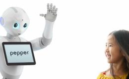 """فرانس میں انسان دوست روبوٹ """"پیپر"""" کی فروخت شروع"""