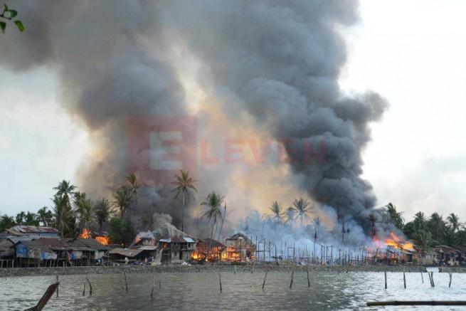 burning Rohingya houses
