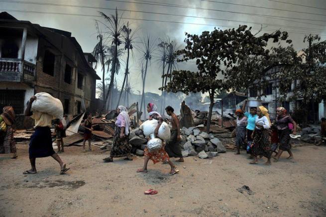 rohingya moving in Sittwe