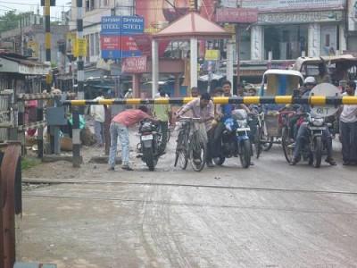 Railway Crossing Traffic Rush