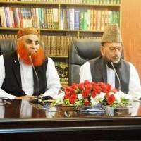 Pir Seyyed Khezr Hussaen Chishti expounding Aal e Rasool with Allama Reyaz Hussaen Shah sahib.