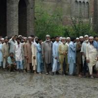 Pakistani Peopels in Lines