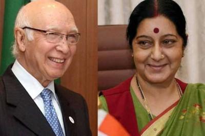 Sartaj Aziz  met Sushma Swaraj