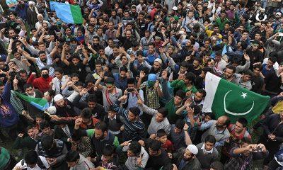 Kashmiri Leader waves Pakistani Flag