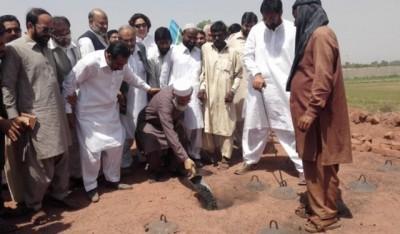 Siraj ul Haq with Bhutta Workers