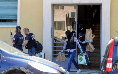 Nice, vendredi. Après avoir perquisitionné le camion qui a fauché près de 300 personnes, les polices judiciaire et scientifique se sont rendues dans l'appartement du Tunisien de 31 ans.
