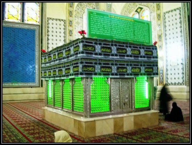 Zareeh e Aqdas Hazrat Owais e Qaranir