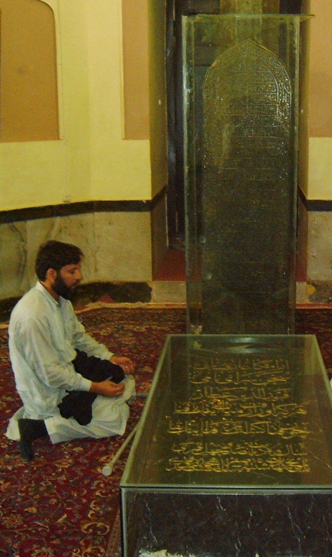 Shah Saeed ul Hasan at grave of Attar