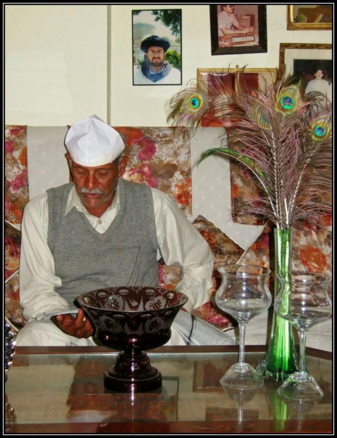 Mehfil e Shahswar e Karbala az Daem Iqbal Daem Hasan Akhtar Ahsan presenting his fathers epic at KandhanWala Shareef