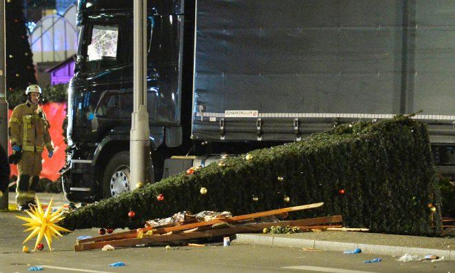 برلن، کرسمس مارکیٹ پر ٹرک چڑھ دوڑا، 12 ہلاک