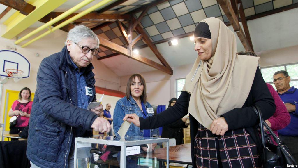 فرانس میں صدارتی انتخابات کے لیے ووٹنگ شروع