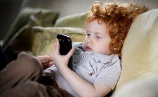 اسمارٹ فون کمسن بچوں کیلئے انتہائی خطرناک