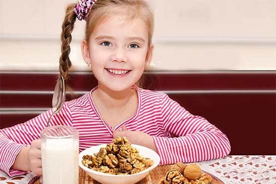 اخروٹ کھانے سے بچوں کا دماغ تروتازہ رہتا ہے