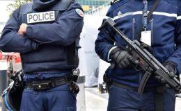 فرانس: گاڑی بس اسٹاپ پر کھڑے افراد پر چرھ گئی،1 شخص ہلاک 1 زخمی