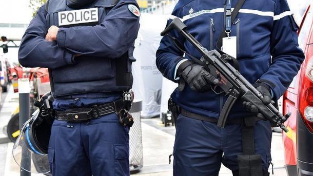 فرانس: گاڑی نے فوجیوں کو کچل ڈالا