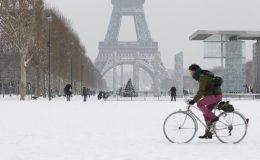 فرانس سمیت یورپی ممالک میں دوسرے روز بھی برف باری کا سلسلہ جاری