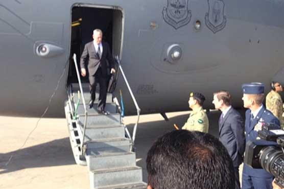 امریکی وزیر دفاع جیمز میٹس ایک روزہ دورے پر اسلام آباد پہنچ گئے