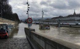 پیرس کے وسط سے گذرنے ولا دریائے سین میں پانی کی سطح خطرناک حد تک بلند ہو گئی