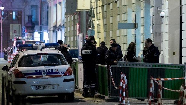 پیرس: معروف ہوٹل میں ڈاکوئوں نے لاکھوں یورو مالیت کے زیورات لوٹ لیے