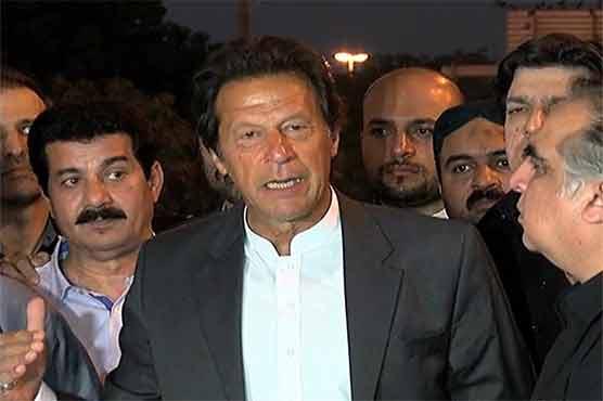 آصف زرداری کے ساتھ کہیں کھڑا نہیں ہو سکتا: عمران خان