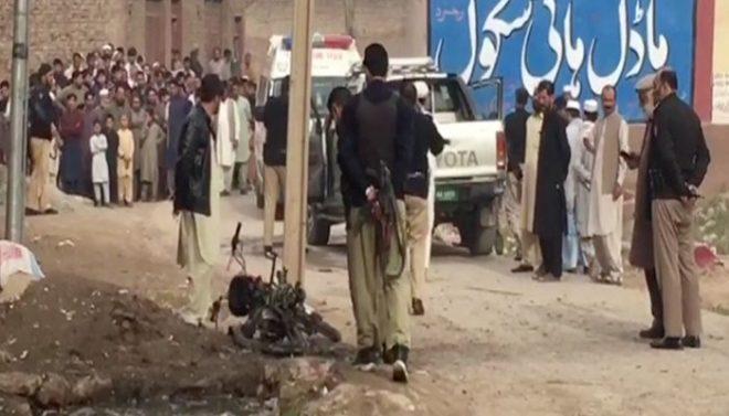 پشاور: ڈپٹی ڈائریکٹر پی ڈی ایم اے کی گاڑی کے قریب دھماکا، 3 افراد زخمی