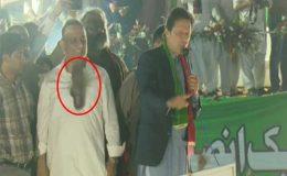 گجرات میں عمران خان پر جوتا پھینکنے کی ناکام کوشش
