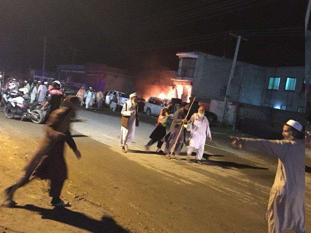 رائے ونڈ میں پولیس چیک پوسٹ کے قریب خود کش حملہ، 5 اہلکاروں سمیت 9 افراد شہید