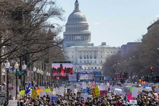 اسلحہ پر پابندیاں عائد کرنے کا مطالبہ، امریکی نوجوان سڑکوں پر آ گئے
